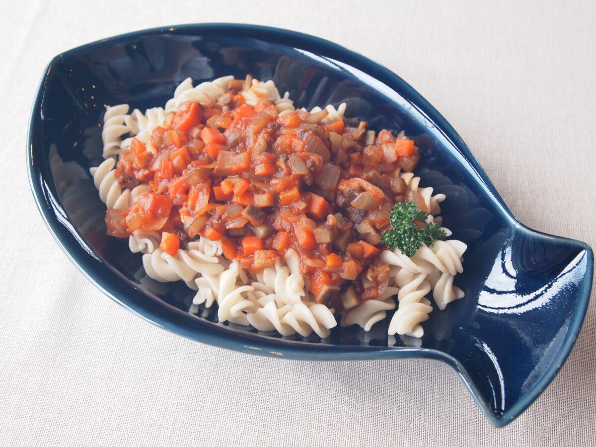 玄米から作られたパスタ♪根菜でミートソース風